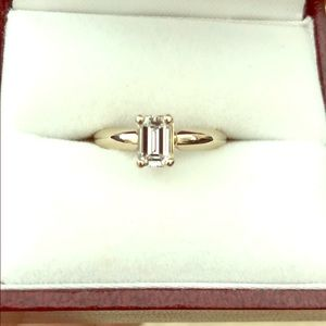 Beautiful emerald cut diamond ring